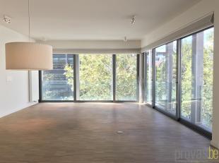 Subliem appartement van ca 114 m² op dederde verdieping op een toplocatie op het Eilandje. Het gebouw is gelegen op de hoek van het Van Schoonbek