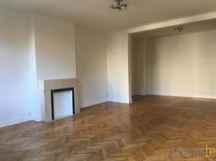 Karaktervol appartement op de tweede verdieping van ca 110 m² met een mooi uitzicht over het Stadspark van Antwerpen. Het appartement is uitsteke