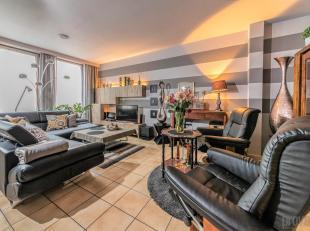 In de bekende Hoogstraat in het hartje van Antwerpen bevindt zich dit geweldige appartement . Vele restaurantjes, cafeetjes en winkels maken van deze