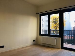Gerenoveerd appartement met twee slaapkamers is in de Apostelstraat, een verbindingsstraat tussen de Lange Nieuwstraat en de Sint-Jacobsmarkt. Het app