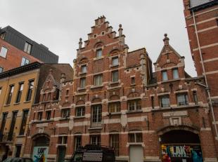 Duplexappartement van ca 238 m² op een zeer centrale locatie op het Zuid. Het appartement bevindt zich in de rustige De Burburestraat, een verbin