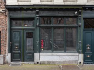 Casco handelspand of kantoor van ca 75 m² gelegen in de Zirkstraat, middenin het historische hart van de Antwerpse binnenstad, om de hoek van de