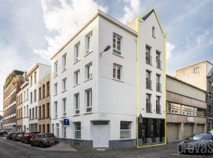 Volledig gerenoveerde stadswoning met een bewoonbare oppervlakte van ca 204 m2.Voorzien van allehedendaagse comfort en luxe en tal van authentieke ele