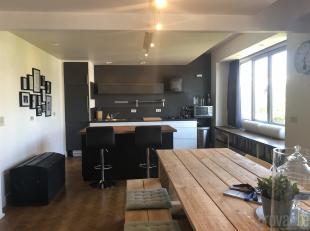 Charmant en stijlvol appartement van ca 103m² op een zeer centrale locatie in Antwerpen. Het appartement is gelegen op de vijfde verdieping in ee