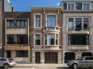 Centraal gelegen, polyvalente meesterwoning van ca 338 m² met ruime zuidgerichte tuin en inpandige garage. In een verbindingsstraat tussende Gene