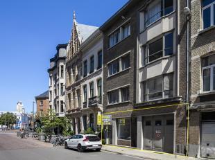 Ideaal gelegen aan het Mechelseplein, recht tegenover de Sint-Joriskerk en midden in de gezellige Theaterbuurt. Een toplocatie vlakbij de Sint-Jorispo