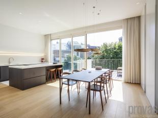 Uniek appartement van ca 129 m² in een rustige zijstraat van de Amerikalei. Op de eerste verdieping van een herenhuis met een prachtige authentie