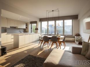 Op het Eilandje bevindt zich dit zeer smaakvol afgewerkt appartement van ca 115 m2. Gelegen op de derde verdieping van een kleinschalig gebouw biedt h