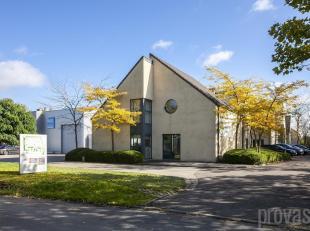 In een kleinschalig en verzorgd kantorencomplex aan de Mastboomstraat in Aartselaar bevindt zich dit kantoor van ca 450 m2. Gelegen in een rustige wij