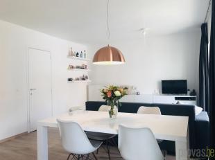 Dit trendy tweeslaapkamerappartement van ca 70 m² is gelegen in de Paleisstraat, op wandelafstand van 't Zuid in een leuke, residentiële buu