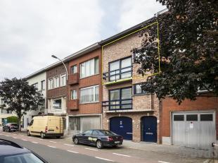 Tweeslaapkamerappartement in een kleinschalige residentie aan de Dokter Van de Perrelei in Borgerhout. Leuk gelegen nabij het Boekenbergpark, Te Boela