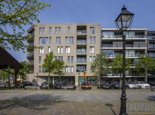 Fantastisch gelegen polyvalente handelsruimte/showroom/kantoor aan het Willemdok op het Eilandje.<br /> Met een totale oppervlakte van ca 200 m²,