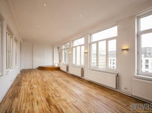 Dit appartement van ca 225 m² bevindt zich op één van de meest centrale locaties van Antwerpen. Op de Meir, met de Huidevettersstra