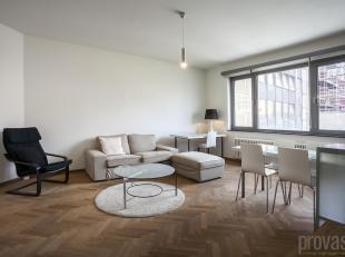 Dit appartement van ca 70 m²in het stadscentrum van Antwerpen is uiterst centraal gelegen in de Arenbergstraat, vlakbij de Huidevettersstraat, de