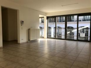 Ruim appartement van ca 100 m² op de tweede verdieping van een moderne residentie De Vismijn. Absolute troef isde toplocatie,pal op het hippe Zui