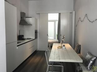 Gezellig gelijkvloersappartement van ca 45 m² in de rustige Begijnenvest. Het appartement is gelegen op een zeer goede locatie, tussen het bruise