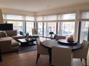 Subliem appartement van ca 114 m² op de eerste verdieping op een toplocatie op het Eilandje. Het gebouw is gelegen op de hoek van het Van Schoonb