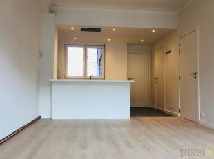 Dit appartement bevindt zichin een kleinschalig gebouw op het Zuid. Het appartement is zeer gunstig gelegen, in een zijstraat van de Volkstraat en vla