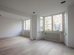 Stijlvol appartement van ca 135 m² op de eerste verdieping van een perfect onderhouden gebouw. Enerzijds is het hier rustig genieten van het Stad
