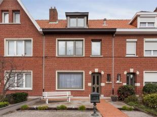 Deze instapklare woning beschikt over 3 slaapkamers & een ruime zolder met vele mogelijkheden & vaste trap. De badkamer, die zich op het 1e ve