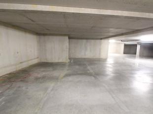 Ruime ondergrondse autostaanplaats in afgesloten garagecomplex. Gelegen in Residentie Louise II te Brugge. Voor verdere informatie bel 050 688 388 of