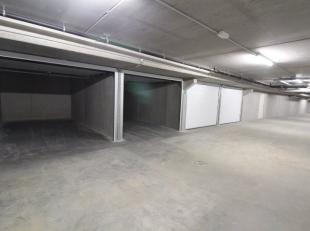 Ruime garagebox in afgesloten garagecomplex. Gelegen in Residentie Louise II langs de Dudzeelse Steenweg. Voldoende groot genoeg voor gezinswagen. Afg