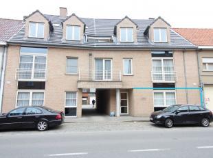 Lichtrijk gelijkvloers appartement incl. GARAGE. Gelegen in het centrum van Ruddervoorde. Perfect gelegen nabij winkels, openbaar vervoer,... Bestaand