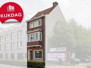 PERFECT gelegen woning in het hartje van Kortrijk! INSTAPKLARE stadswoning op een TOPLIGGING. Indeling is als volgt: Inkomhal met gastentoilet, LICHTR