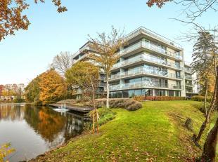 Exclusief appartement met prachtig uitzicht op het meer van het Boudewijnpark. Gelegen op een mooi onderhouden domein met residentiële uitstralin