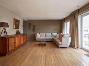 Volledig INSTAPKLAAR appartement in het centrum van Gullegem, nabij alle belangrijke invalswegen en de R8 is gemakkelijk bereikbaar. Indeling als volg