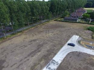 Bouwgrond van 485 m² te koop , gelegen in nieuw aangelegd doodlopend straatje tussen de Stationsstraat en de Kasteeldreef. Geschikt voor villabou