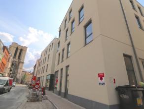 Gelijkvloers appartement te koop te Gent centrum. Op slechts een paar passen van de Korenmarkt, de Kraanlei, .... treft u dit nieuwbouw en gelijkvloer