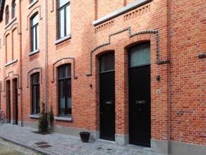 Recent gerenoveerde woning te huur te GentInstapklare woning, recent gerenoveerd. Goede ligging: nabij de Visserij. Heel charmant en gezellig: leefrui