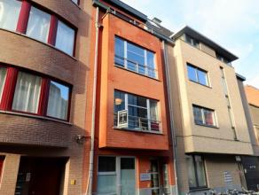 Recent appartement met terrasje te Gent aan het Sint Pietersstation. Instapklaar, recent en praktisch appartement, in een kleine residentie (4 app.).