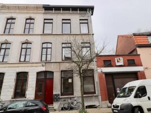 Opbrengsteigendom te koop te GentOpbrengsteigendom te koop te Gent. Bestaande uit 4 appartementen, waarvan er 3 verhuurd zijn. Gelegen in rustige, moo