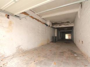 Ruime garage te koop in het centrum van St. Denijs Westrem. Oppervlakte circa 100m2 met nog een achterliggende tuin van circa 70m2. Garage kan ook geb