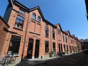Recent gerenoveerde woning te huur te Gent met topligging vlakbij de VisserijHeel charmant en gezellig: leefruimte, ingerichte keuken, 3 ruime slaapka
