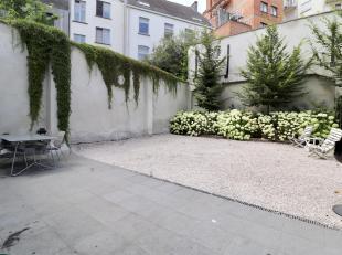Ruim appartement bestaande uit open ingerichte keuken voorzien van Bosch toestellen, grote leefruimte met terras. Ommuurde tuin met terras. 3 slaapkam