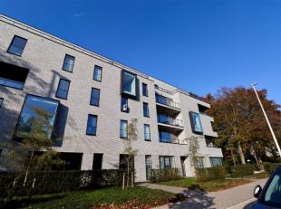 Dit recent, nieuwbouw appartement is gelegen op een boogscheut van Gent-Sterre. De nabijheid van de belangrijkste verkeersassen, openbaar vervoer en s
