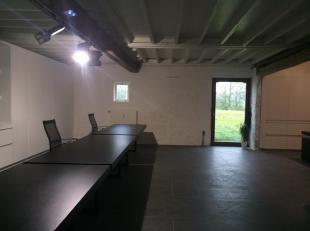 Kantoorruimte te huur in gerenoveerde Kasteelhoeve, goede bereikbaarheid. De kantoorruimtes zijn afgewerkt met kwaliteitsvolle materialen, met behoud