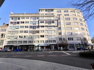 Dit zonnig appartement geniet zon 160m2 bewoonbare oppervlakte en is gelegen op de 4e verdieping.<br /> Deze woonst is zeer centraal gelegen, vlakbij