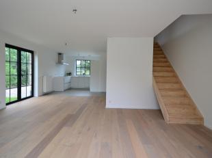 Wie uitkijkt naar een fijn afgewerkte nieuwbouw kan zich hier nestelen in deze BEN woning. Deze halfopen bebouwing vormt een geslaagde en stijlvolle c