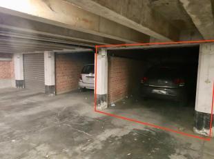 Te huur : 2 open garageboxen te huur in Gent dichtbij het Sint-Pieters-Station en op een boogscheut van het centrum van de stad.<br /> Zeer goed geleg