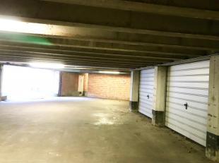 Te koop : Ruime garagebox te koop nabij St-Pietersstation te Gent.<br /> Deze garagebox is te bereiken via de Oude Fortweg en voorzien van een section