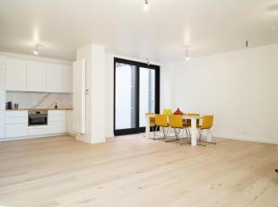 Binnenkort Te Koop Gent: Deze woning te Gent werd met de grootste zorg volledig gerenoveerd. De ruime leefruimte werd voorzien van warm parket en geef