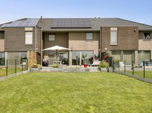 Deze recente gesloten bebouwing is gelegen in een residentiële buurt van het pittoreske Rieme, een deelgemeente van Evergem. Het perceel is 472 m