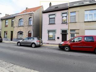 In het centrum van Sint-Denijs-Westrem bevindt zich deze instapklare halfopen bebouwing.<br /> Deze woning is gelegen in de directe omgeving van schol