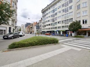 Dit zonnig appartement geniet zon 188 m2 bewoonbare oppervlakte en is gelegen op de 3e verdieping.<br /> Deze woonst is zeer centraal gelegen, vlakbij