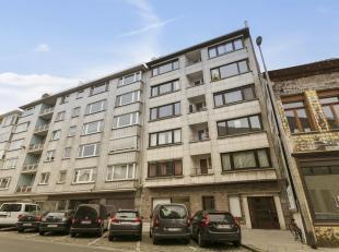 """Zeer centraal gelegen appartement in de Residentie """"Mayfair"""" op de 4de verdieping, nabij het Zuid, bevattende : de nachthal, gezellige living met open"""