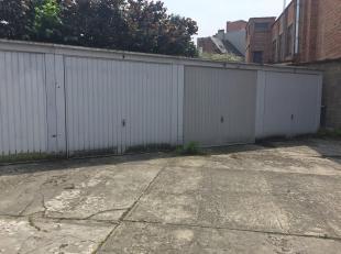 TE KOOP : Garageboxen te koop in centrum Gent, nabij de Coupure. Deze te koop aangeboden garageboxen zijn afgesloten en gelegen op een binnenkoer.<br